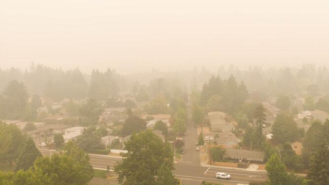 Zanieczyszczone powietrze sprzyja cięższemu przebiegowi COVID-19. Zwiększa śmiertelność