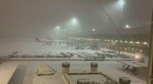 Zasypany pas startowy na lotnisku